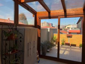 Pergola con vetri e chiusura laterale con vetri